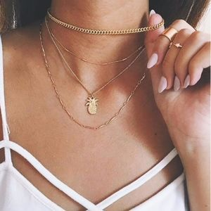WE LOVE PINEAPPLES Necklace